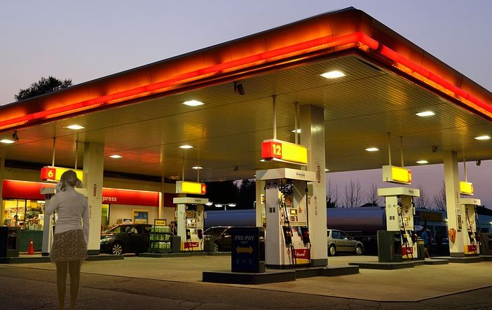 01-Government-Clarifies-Doubts-about-Mobile-Phone-Usage-at-Fuel-Pumps-351x221@2x