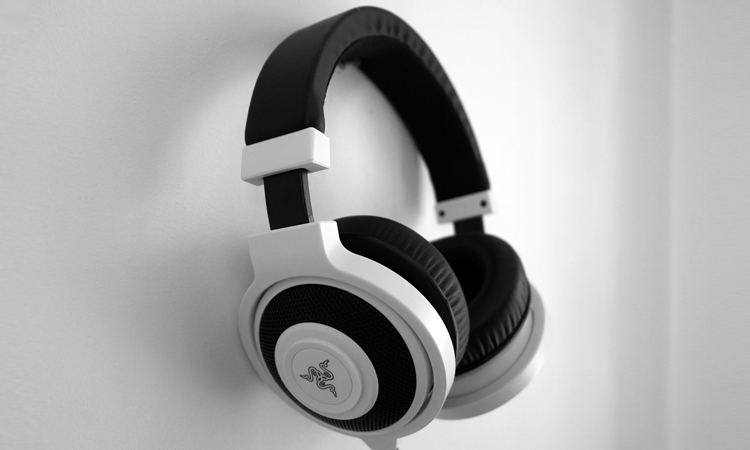 It is always beneficial to perform a little research before buying a headphone. Here are some tips for buying headphones which will never go wrong.
