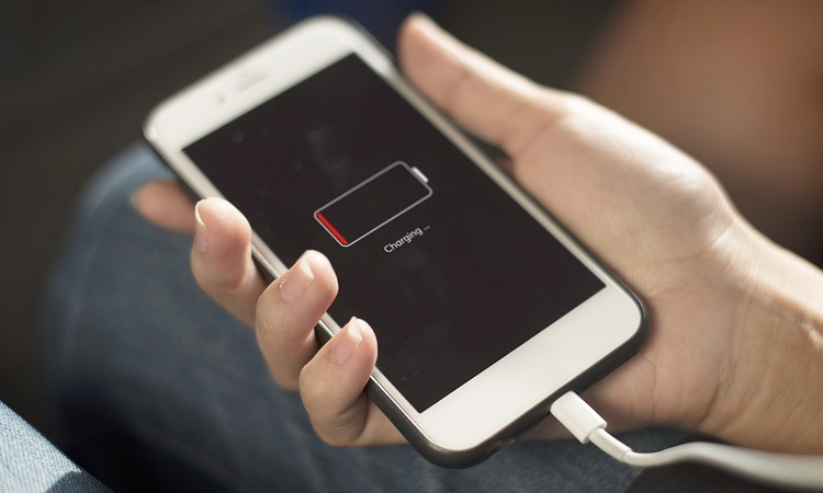 10 Things to Avoid Doing While Charging Your Smartphone