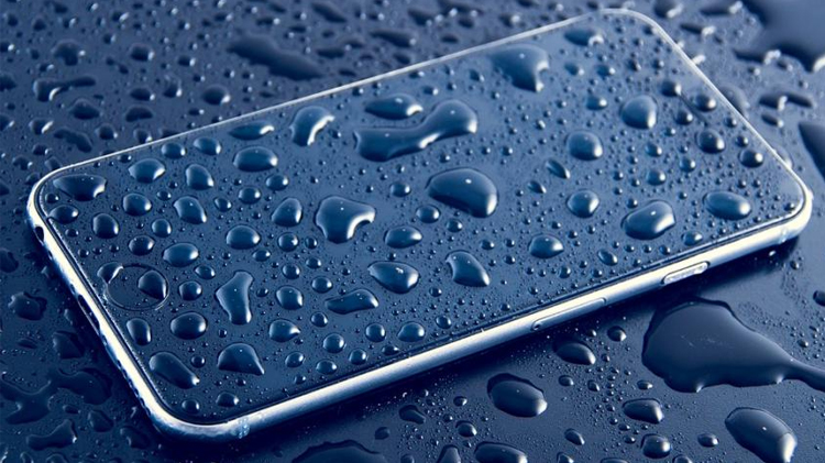 Here Are the Reasons Why You Need a Waterproof Smartphone