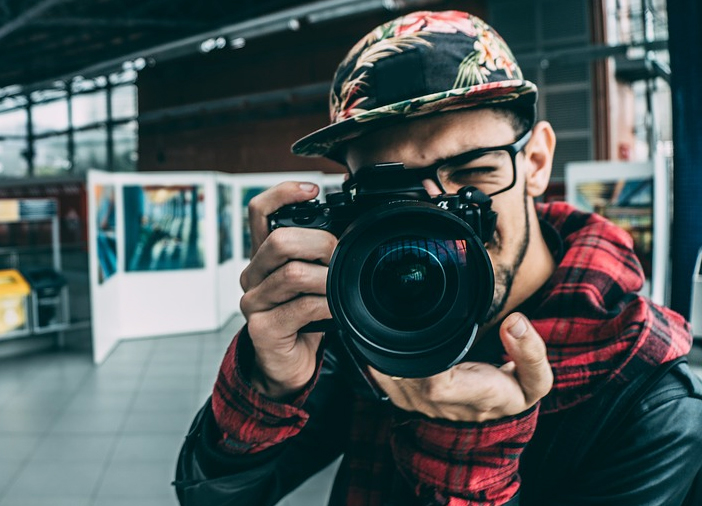 DSLR Vs Smartphone Camera: Which One Wins the Photography Battle?